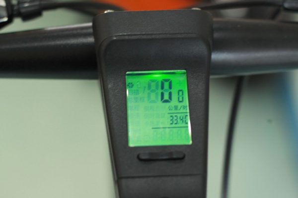 IMG 3009 600x400 - Xe đạp thể thao Kston có đồng hồ tốc độ