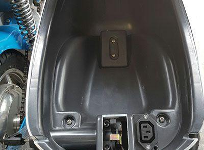 cop xe giant m133s 2 - Xe máy điện Bluera C5